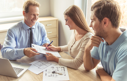 What are the advantages of selling a house with a real estate broker