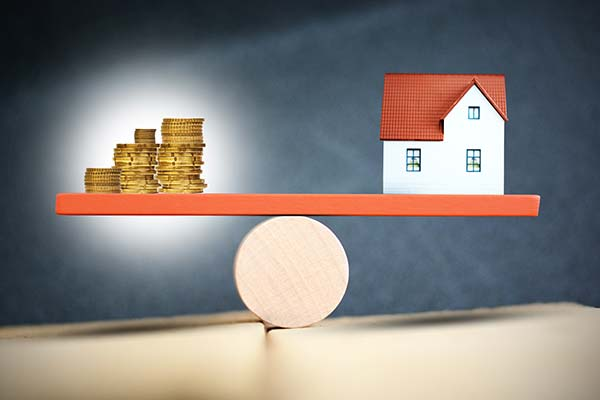 two-main-choices-for-assessing-the-value-of-an-income-property