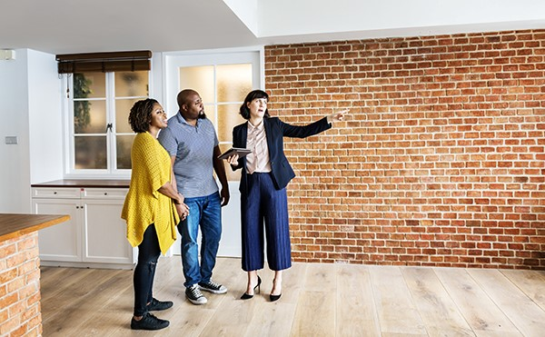 : A real estate broker in Montreal is knowledgeable about the city's neighborhoods and can steer you to the best properties within your budget.