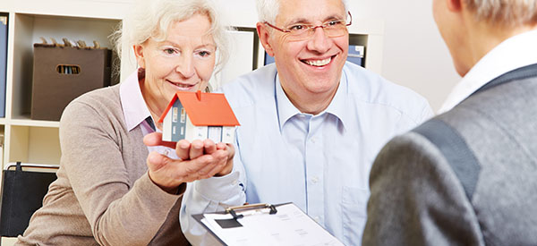 Plan the steps for selling your house successfully to finance your retirement.